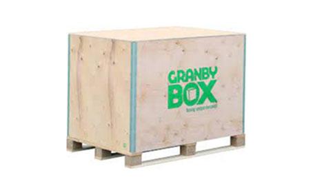 Robuste Sperrholzboxen: Modulare Sperrholzkisten sind wahre Allrounder und in vielfältigen Ausführungen verfügbar. Sie halten auch schweren Belastungen stand und sparen bis zu 70 % Lagerplatz.